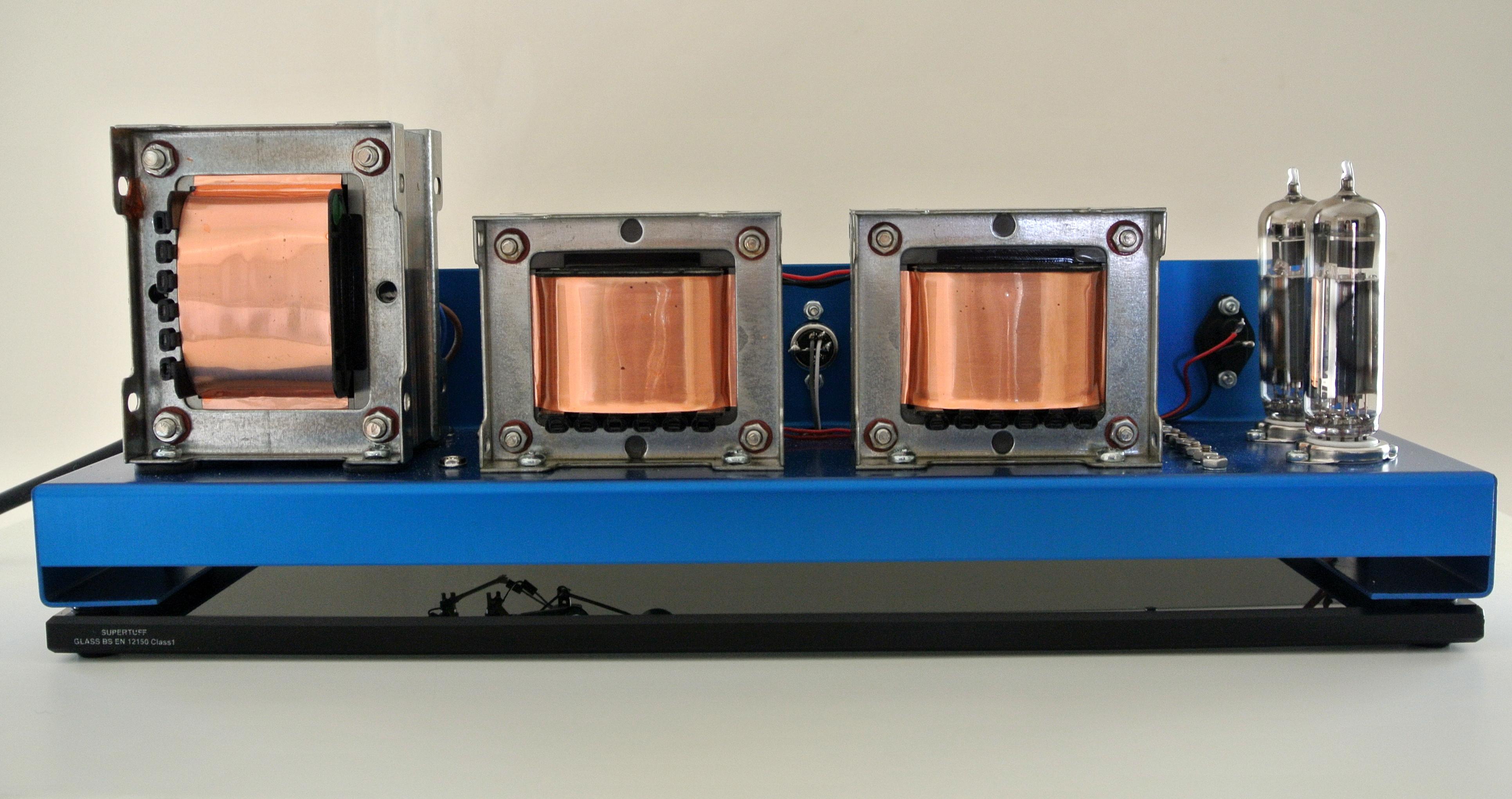 EL84 Tube Amplifier Set on Glass Plinth